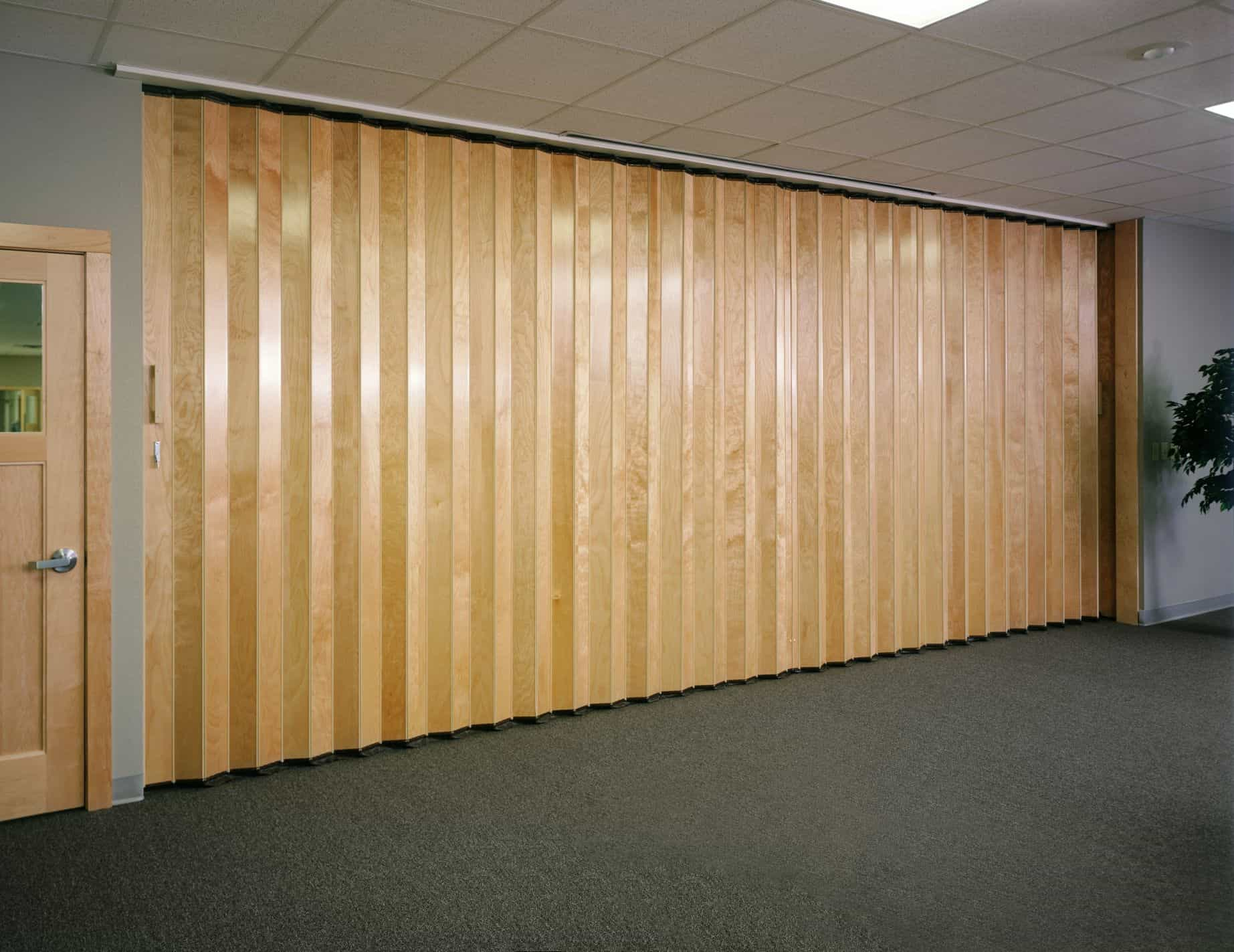 Folding Door Sound : Woodfold series acoustic accordion doors canuck
