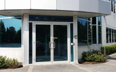 aluminum door repair